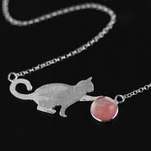 Collier CAT AND BALL