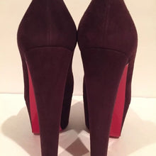 Load image into Gallery viewer, Christian Louboutin Alta Vicky Pumps w/ Tags