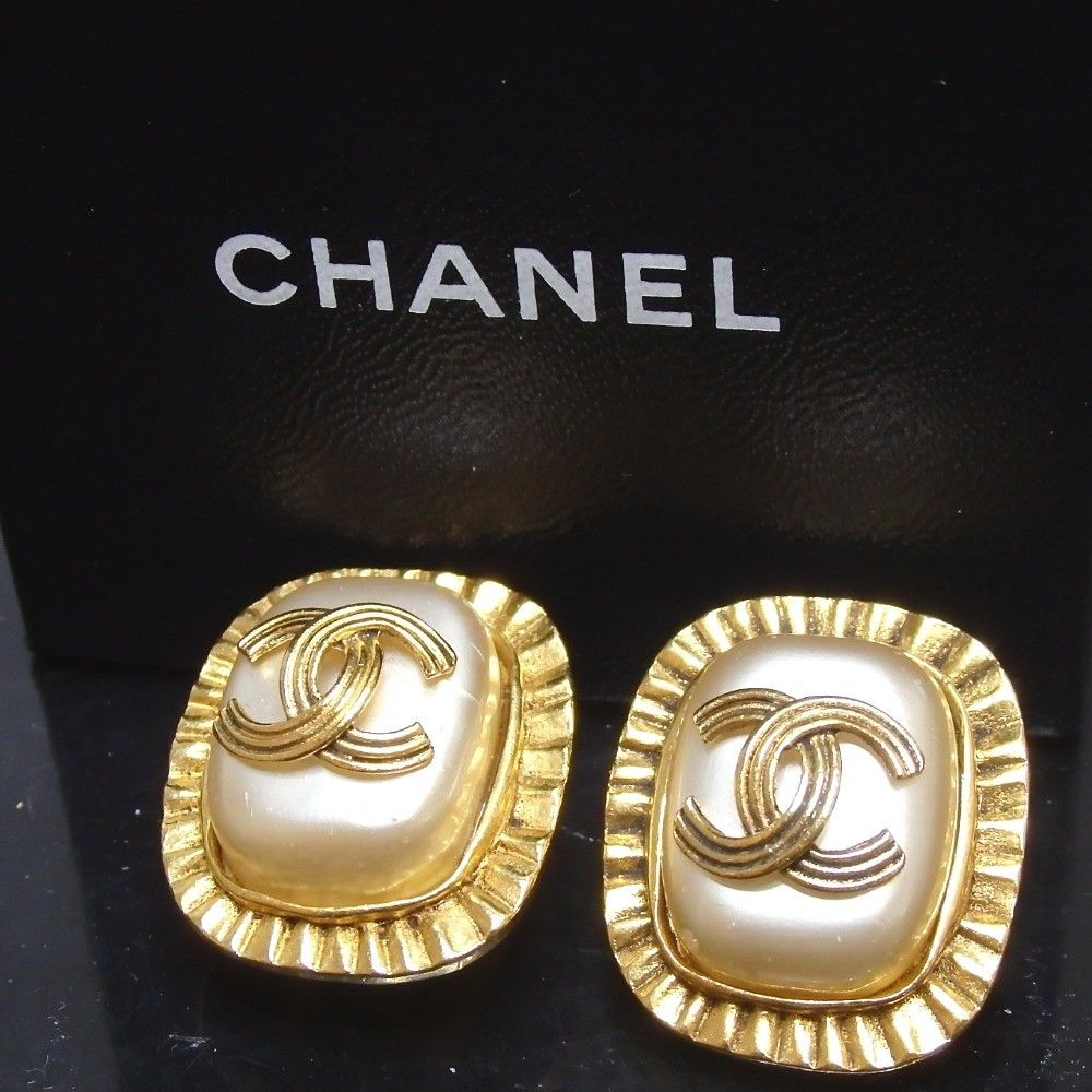 CHANEL CC Logo Pearl Clip On Earrings