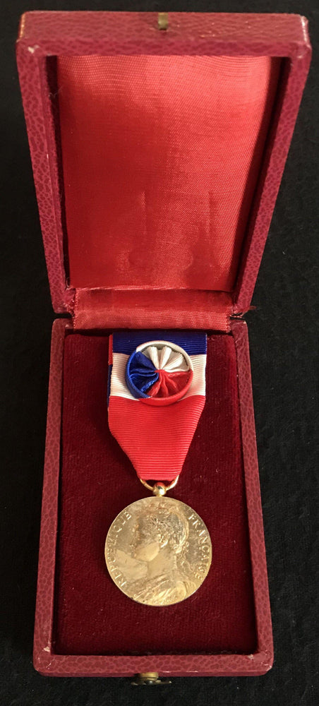 For Sale: Signed French Medal/Award from the Ministry of Social Affairs