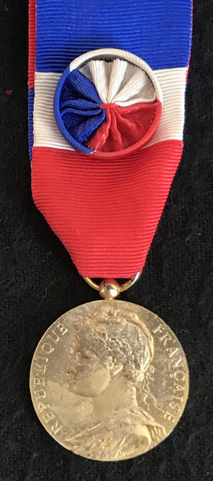 To Buy: Signed French Medal/Award from the Ministry of Social Affairs