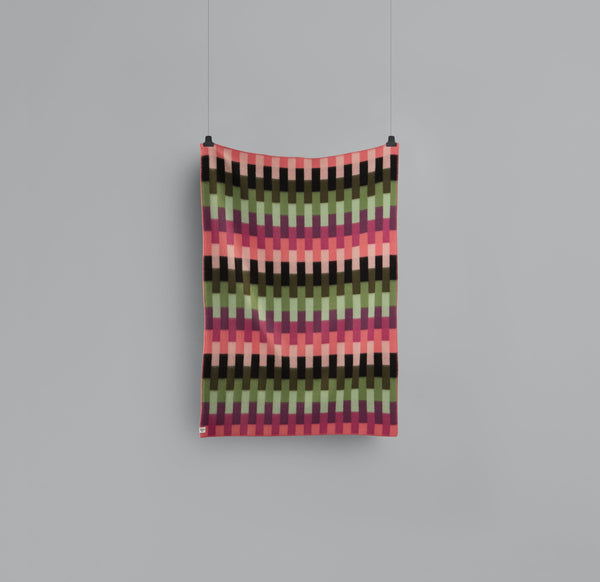 Roros Blanket/Throw - Aasumnd Bold Pink/Green