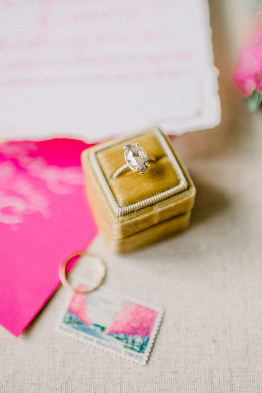 SPARKLING DETAILS | Salt and Pepper Diamonds