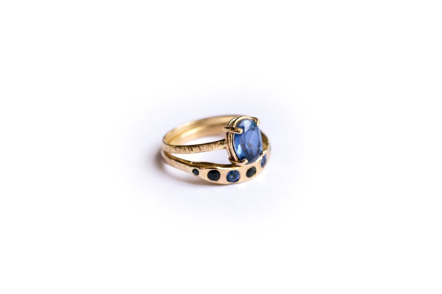 Oceans Blue | Oval Sapphire 14k Hammered Gold Engagement Ring Set - Melissa Tyson Designs