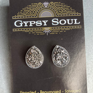 GS- Geode Teardrop Studs,Gray