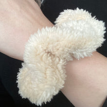 Load image into Gallery viewer, Scrunchie- Sherpa