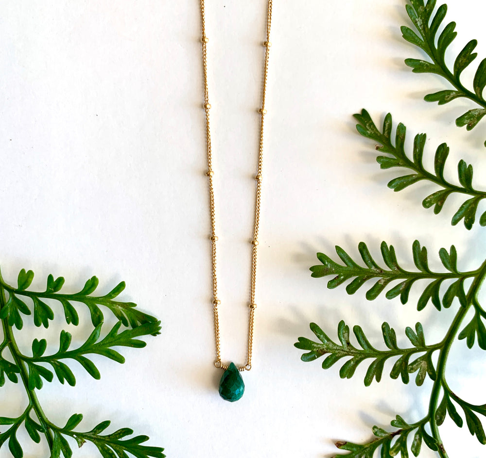 Load image into Gallery viewer, Emerald Short Necklace - single stone