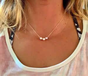 Floating Pearl Necklace - Pink Edison 3 pearl mini
