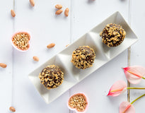 SNACK Vegan Cashew Bliss Balls