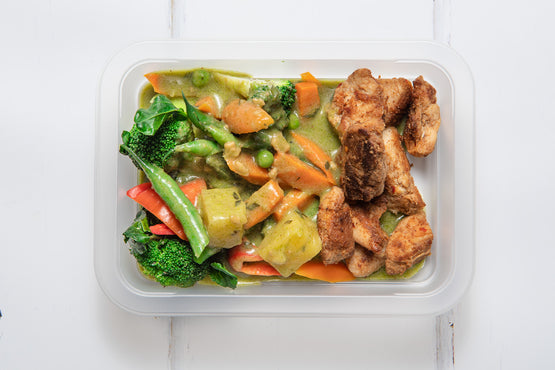 LARGE Pineapple & Green Veg Thai Curry with Lemongrass Chicken