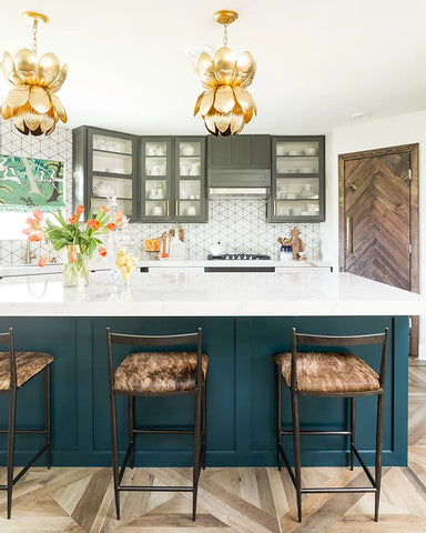 Award winning Interior Designer, Veronica Solomon at Casa Vilora tells Kelly-Moore Paints she uses satin and eggshell sheen on cabinets and trim