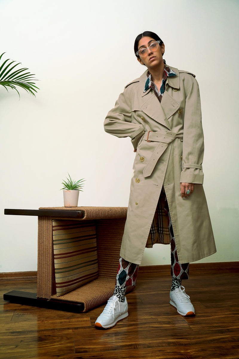 Buy Vintage Unisex Burberry Trench Coat on Bodements.com