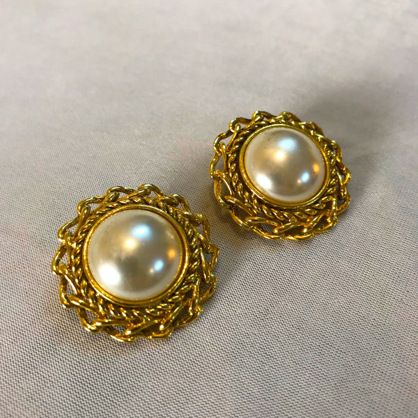 Buy Vintage 1980s Faux Pearl Clip-On Earrings on Bodements.com