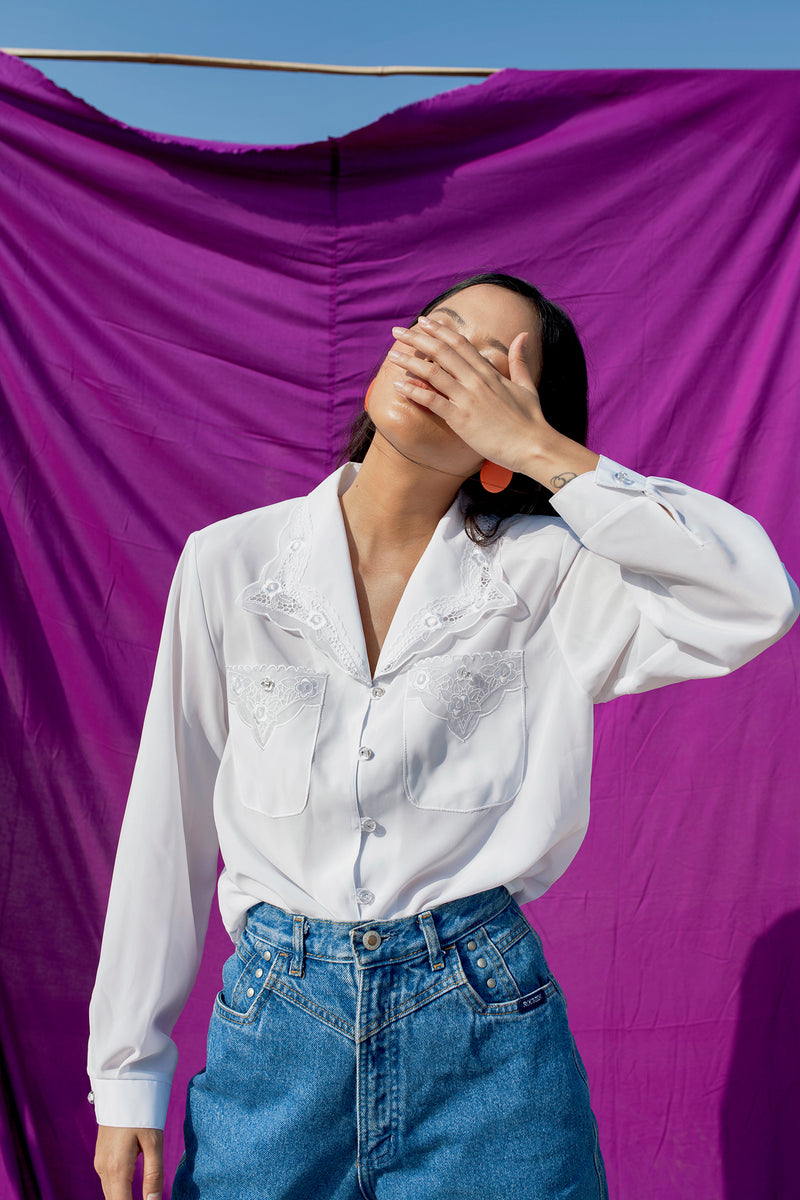 Buy Vintage 'Jenny' White Western Shirt with Lace Embroideries for woman on Bodements