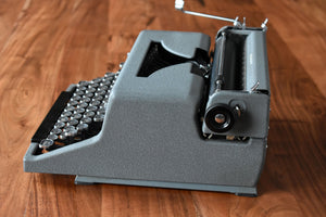 Royal Arrow Manual Typewriter - 100% Functional - Comes with Fresh Ribbon, Original Case, Key, Brush - Working Typewriter