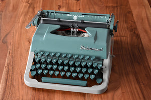 Underwood Universal Manual Typewriter - 100% Functional - Comes with Fresh Ribbon, Original Case - Working Typewriter