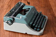 Load image into Gallery viewer, Underwood Universal Manual Typewriter - 100% Functional - Comes with Fresh Ribbon, Original Case - Working Typewriter