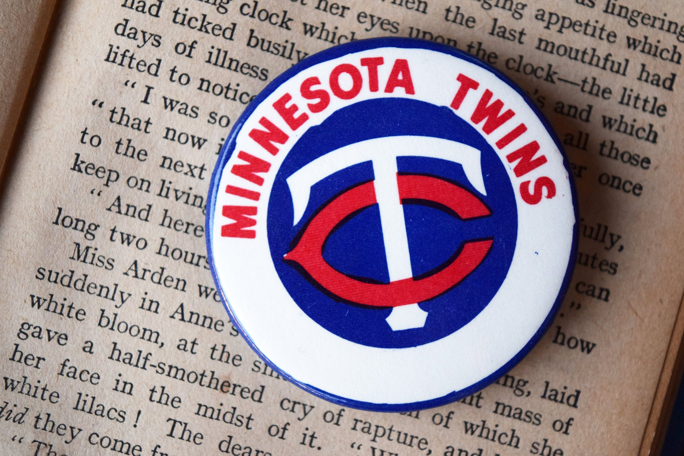 Minnesota Twins MLB Button Top Lapel Pin - Vintage Badge - Major League Baseball Memorabilia