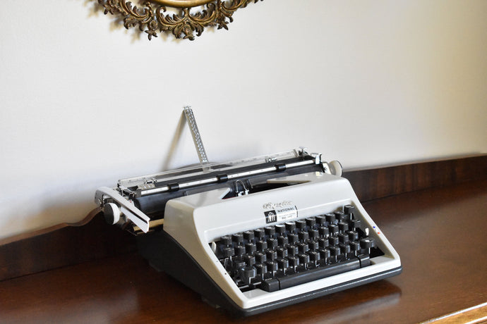 Olympia DeLuxe Manual Typewriter - 100% Functional - Comes with Fresh Ribbon and Original Case - Working Typewriter