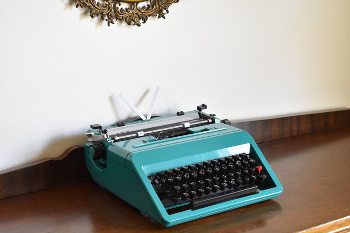 Olivetti STUDIO 45 Manual Typewriter - 100% Functional - Comes with Fresh Ribbon, Original Case, Manual, and Brush Kit - Working Typewriter