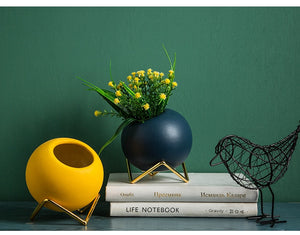 Nordic Ceramic Vase x Gold Metal Holder - SHOPPLEHUB
