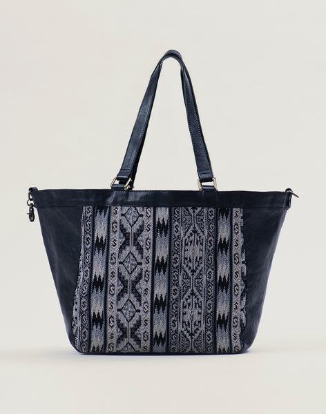 Front of Kilim Tote bag in Black