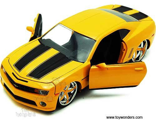 Jada Toys Bigtime Muscle - Chevy Camaro SS Hard Top (2010, 1/24 scale diecast model car, Yellow w/ Stripes)