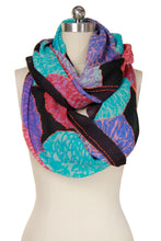 Load image into Gallery viewer, Morado Floral Infinty Scarf