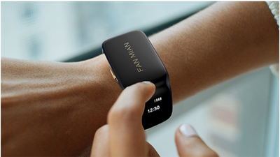 Smart bracelet with dual headphones