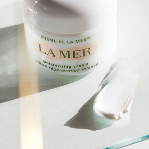 La Mer Cream swatch on white table