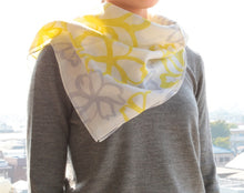 Load image into Gallery viewer, Wool Scarf - Yellow Beige CHIGIRI Flowers