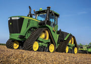 Photo of John deere mit Ketten at a field