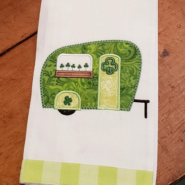 An applique of a camper with clover in window box for St. Patricks day by snugglepuppyapplique.com