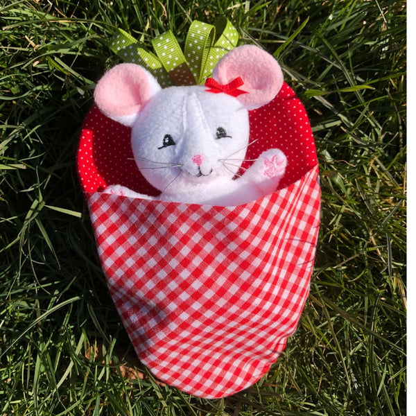 ITH Strawberry Field Mouse Embroidery Design, Snugglepuppyapplique.com