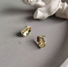 Load image into Gallery viewer, Mona Gold Earrings