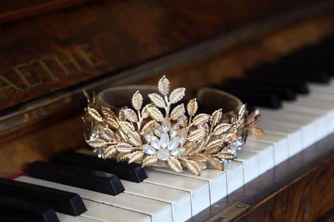 La Couronne (The Crown)