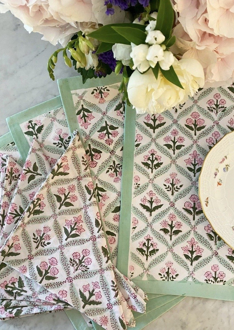 Petal Trelliage Placemats - Set of 4 with Dinner Napkins
