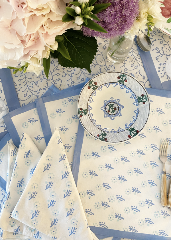 Gentle Flowers Placemat Set with Dinner Napkins - Set of 4