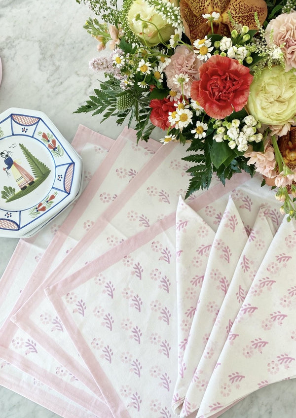 Petal Gentle Flower Placemats - Set of 4 with Dinner Napkins