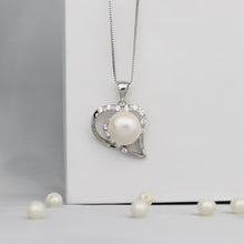 Load image into Gallery viewer, Pearl Dazzling Heart Pendant