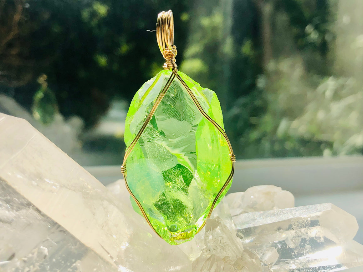 RARE Olivine Peridot Pendant Wrapped in 14KGF Necklace <BR> 稀有橄欖石吊墜包裹在14KGF項鍊中 - newearthstore