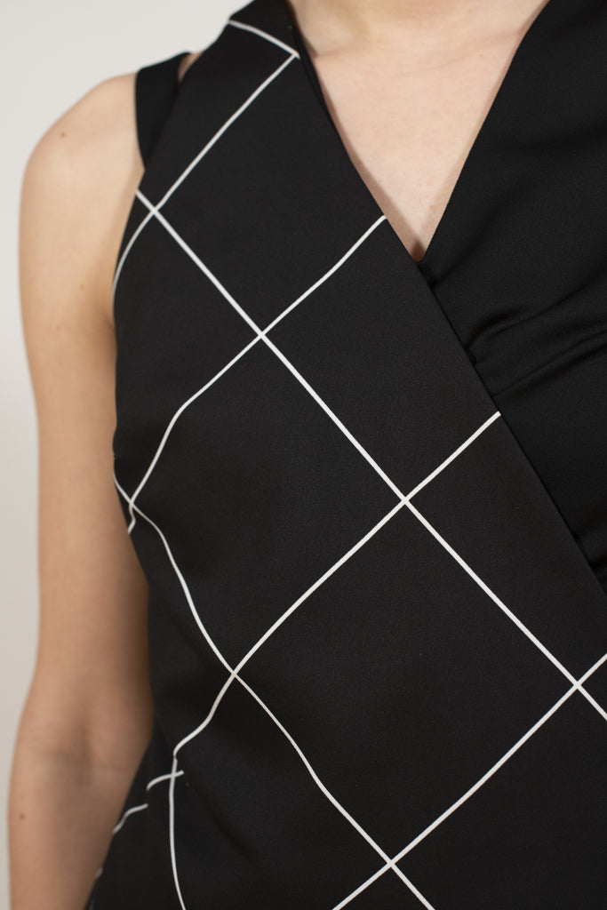 Black cross-printed vest - Geometric Black shirt