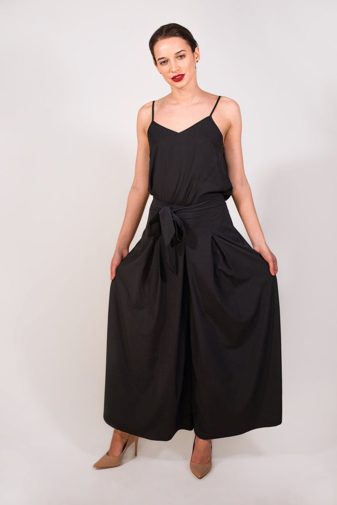 Black wide trousers