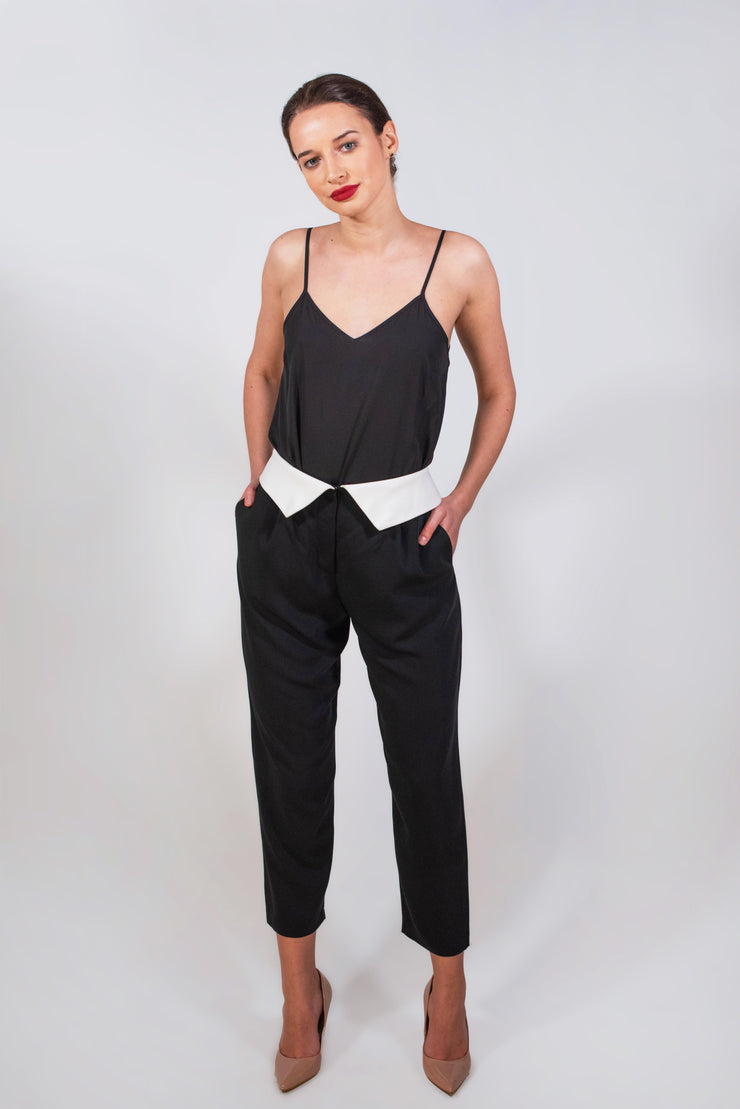 Black collar belt trousers