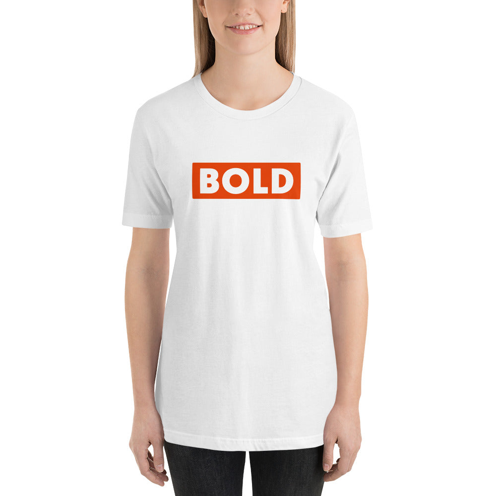 T-shirt BOLD blanc porté par une business woman