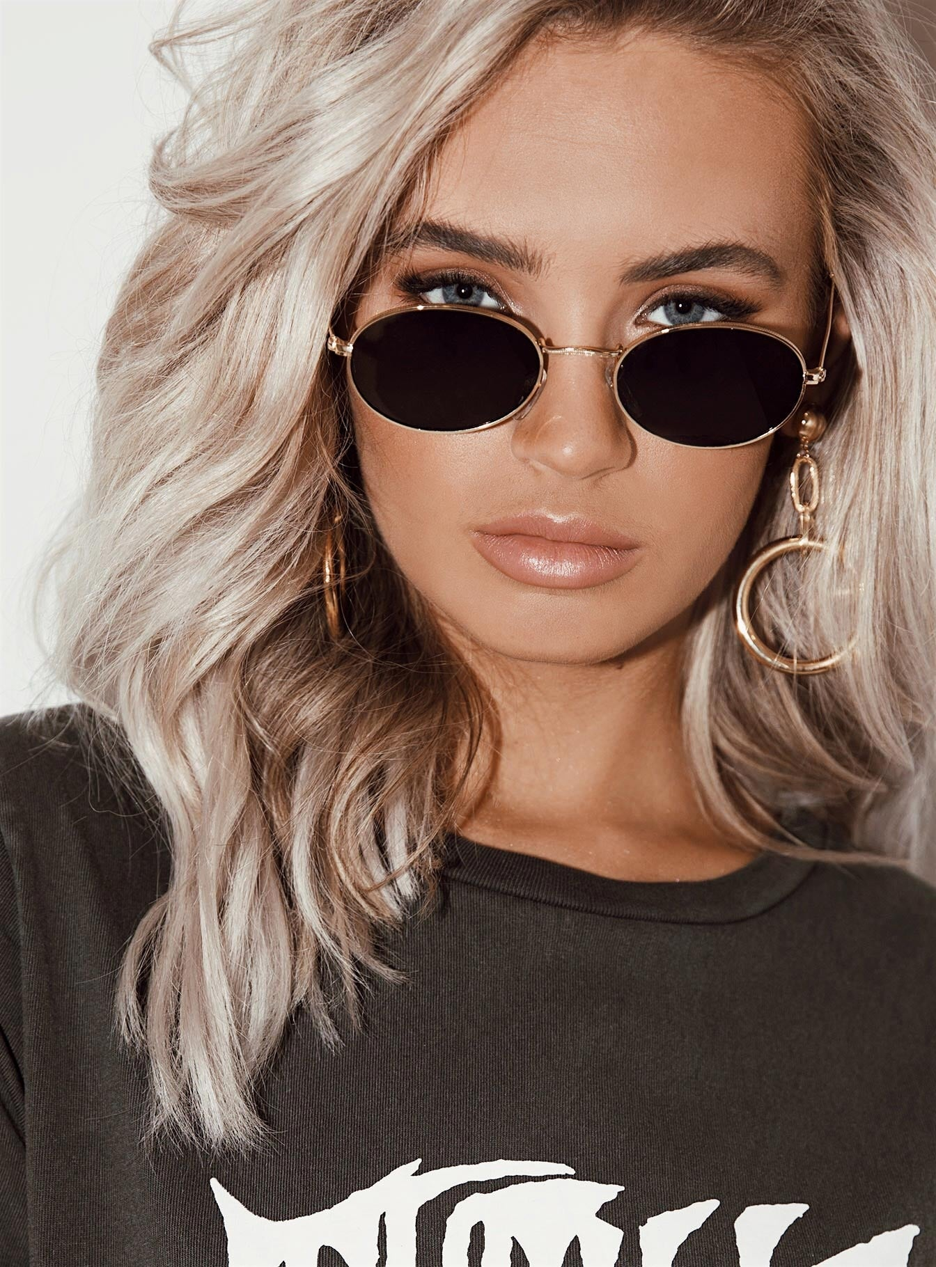 Frankie Oval Sunglasses Black/Gold