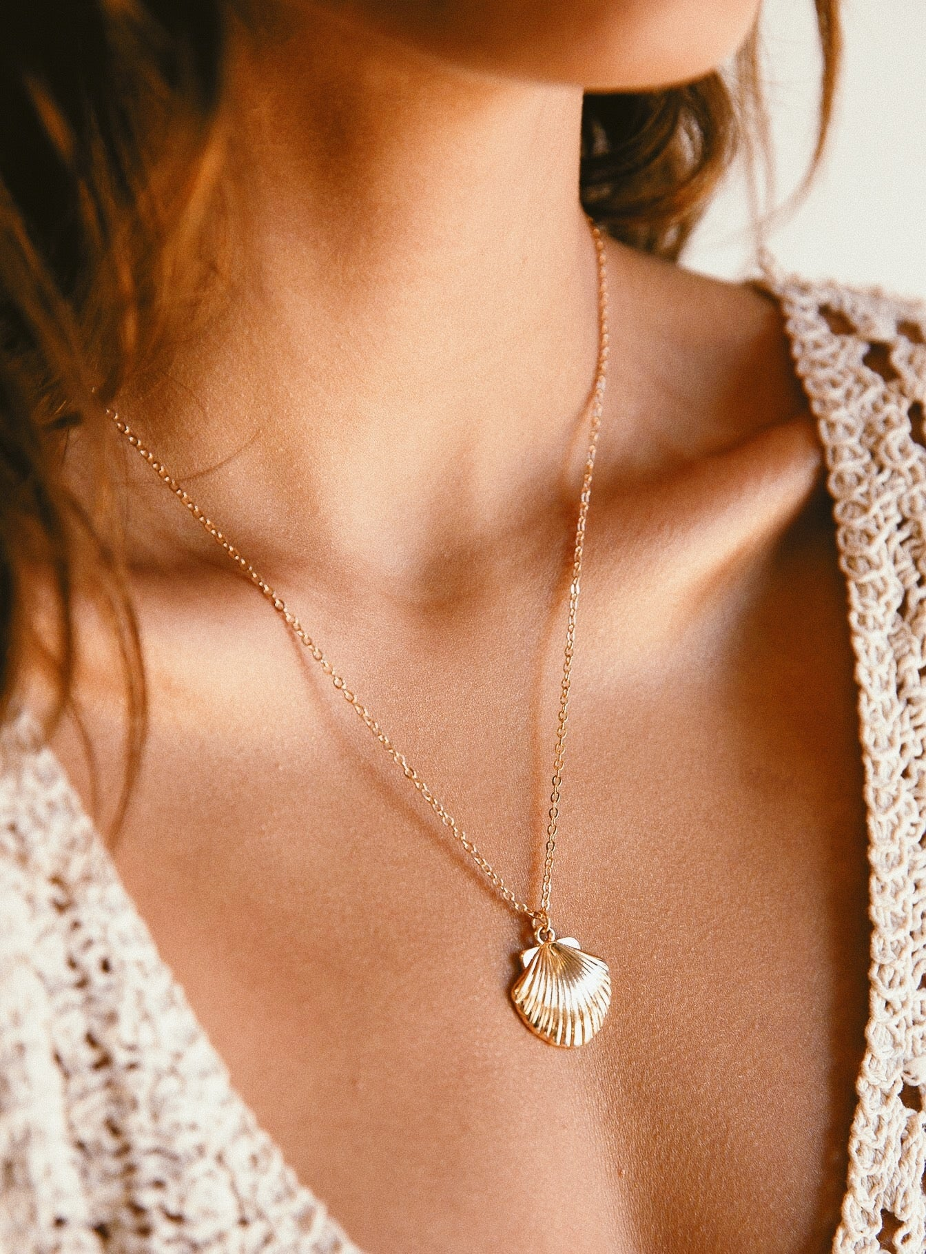 Shell Pendant Necklace Gold