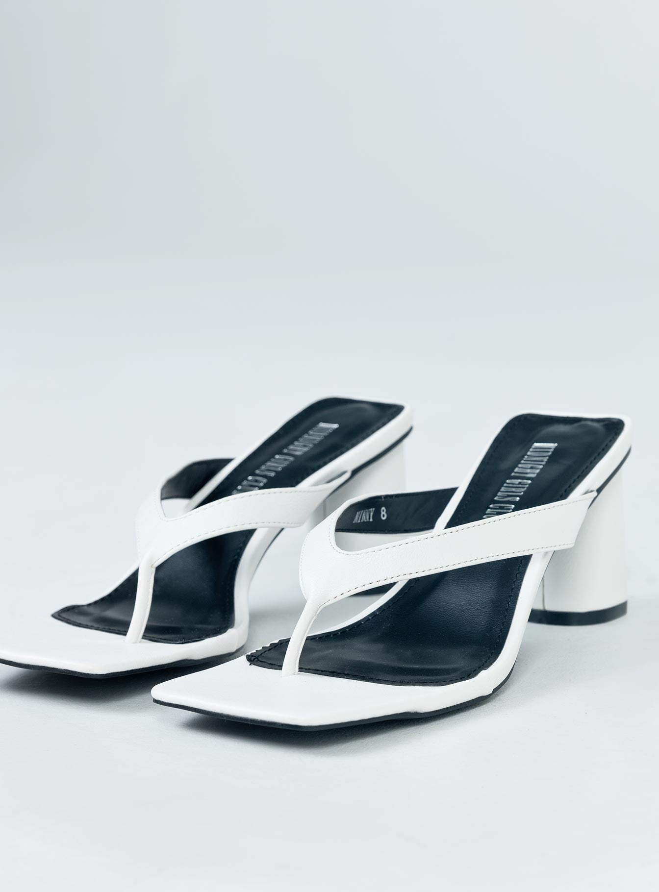 The Mona Heels White