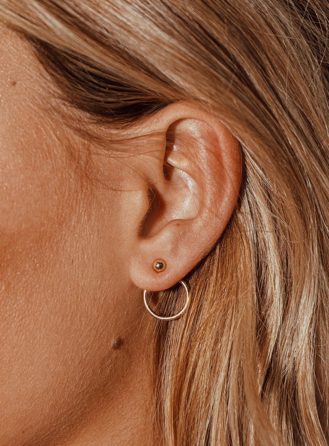 Ari Circle Earrings Gold