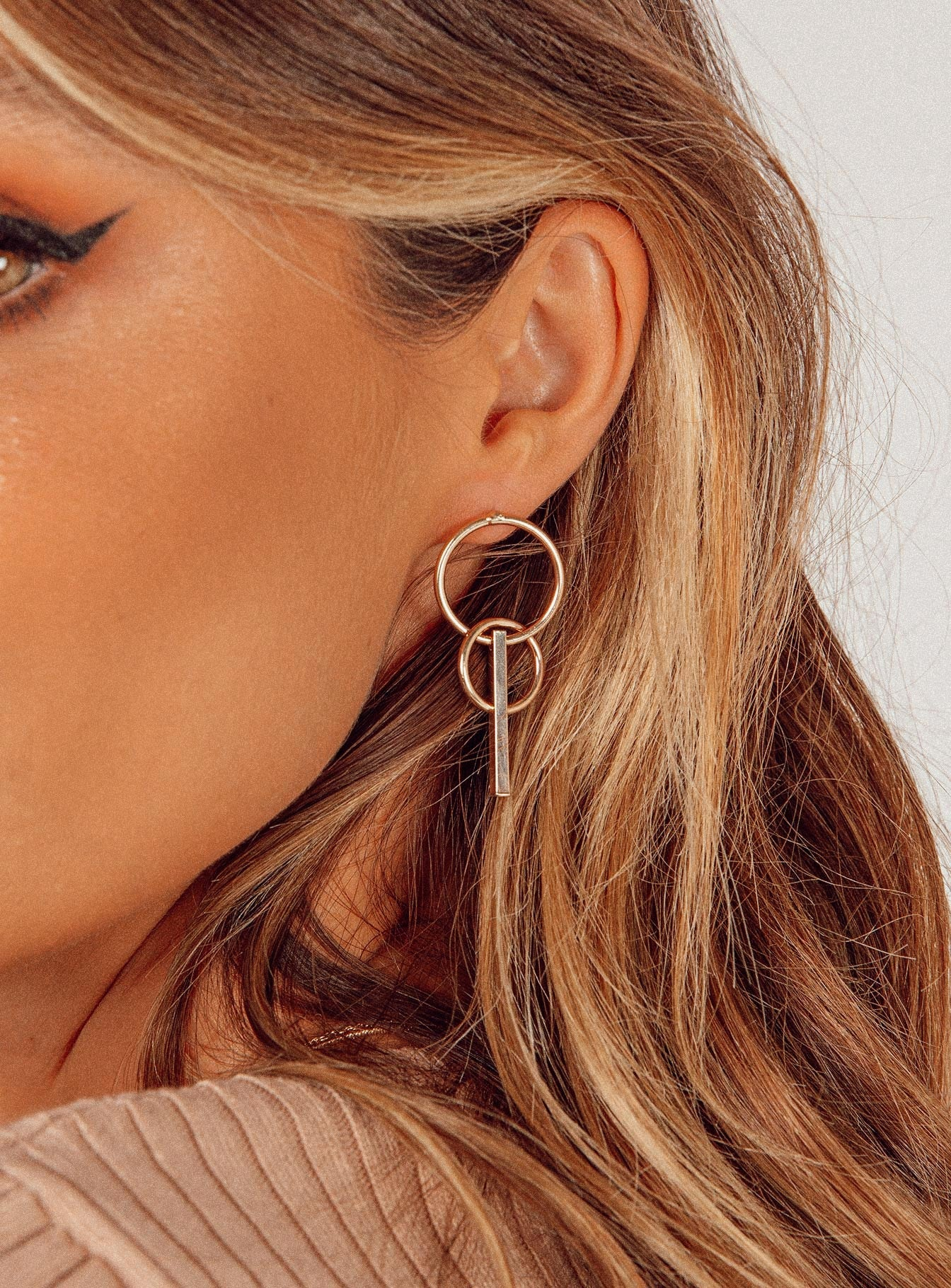 Trapese Hoops